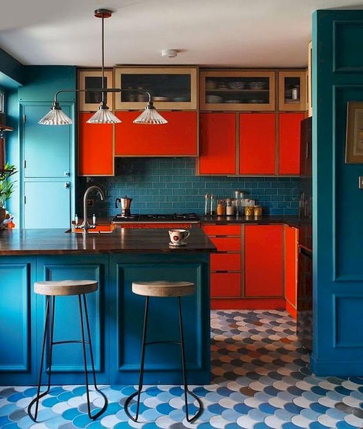 Idee per una cucina colorata classica n.10