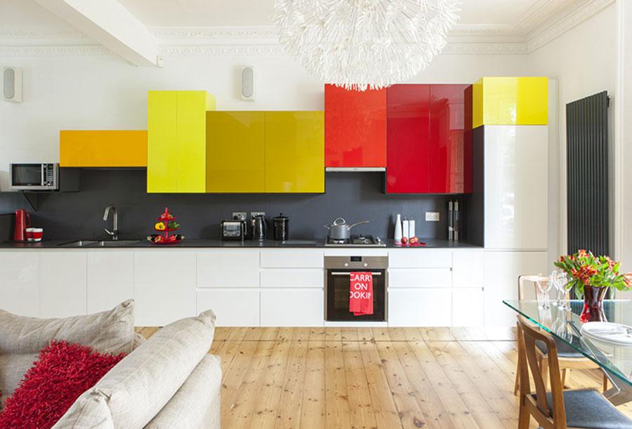 Idee per una cucina colorata moderna n.01