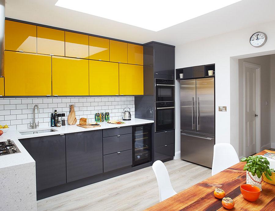 Idee per una cucina colorata moderna n.02