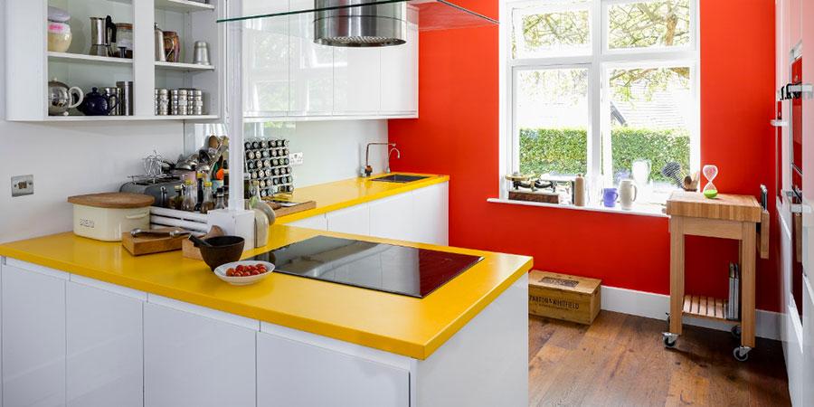 Idee per una cucina colorata moderna n.03
