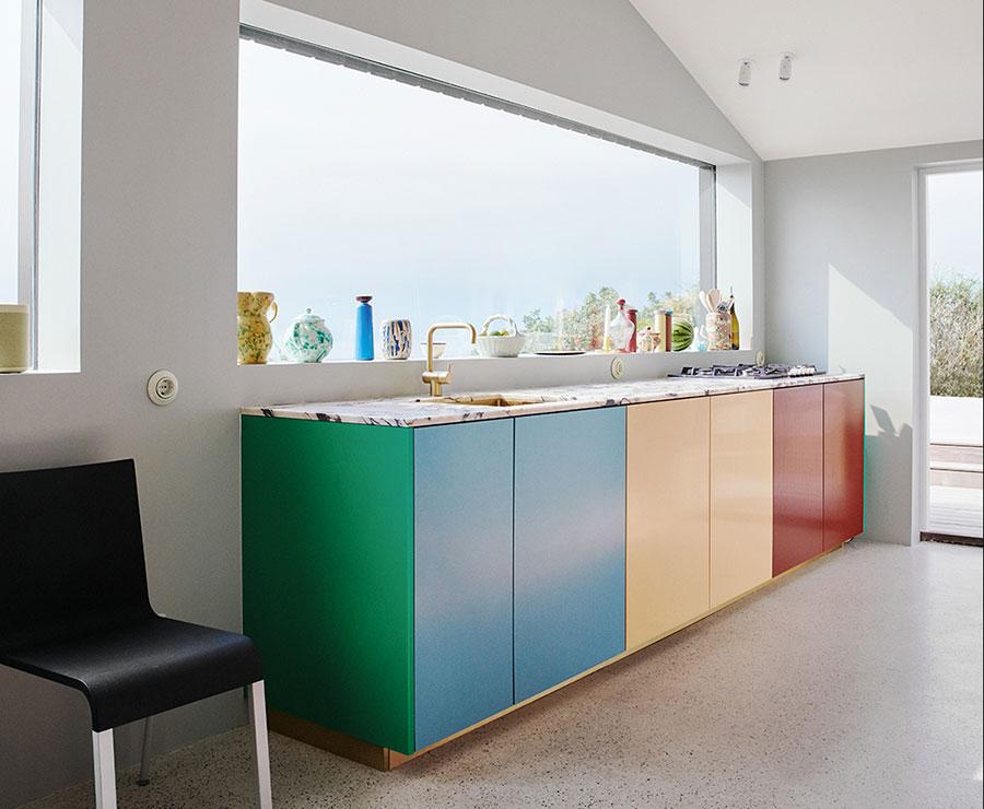 Idee per una cucina colorata moderna n.08