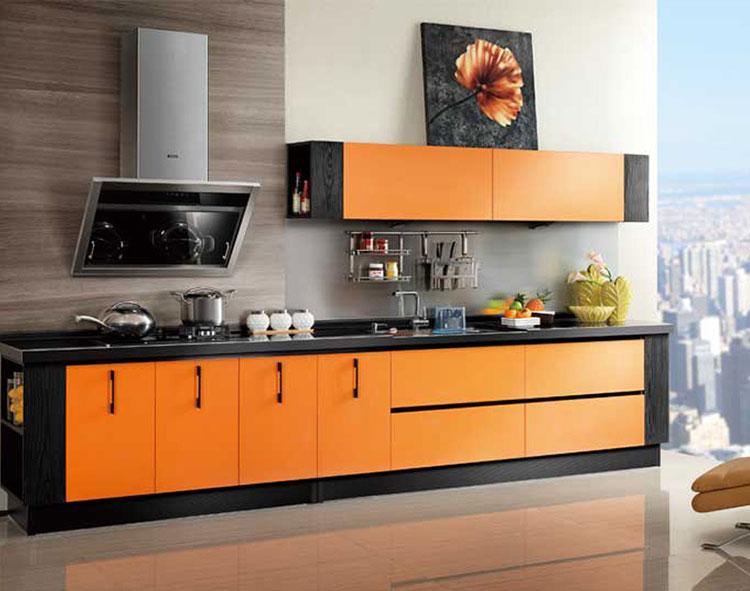 Idee per una cucina colorata moderna n.15