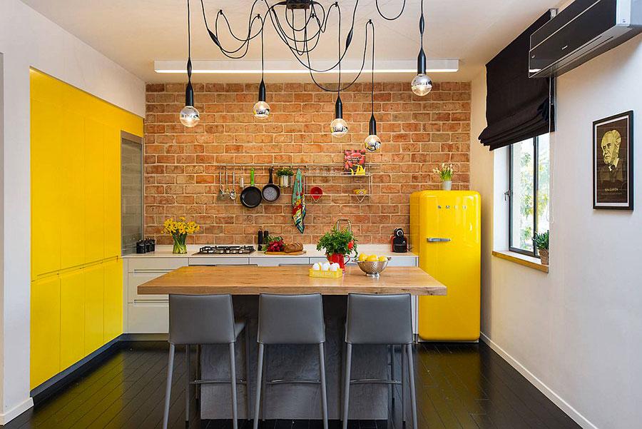 Idee per una cucina colorata moderna n.18