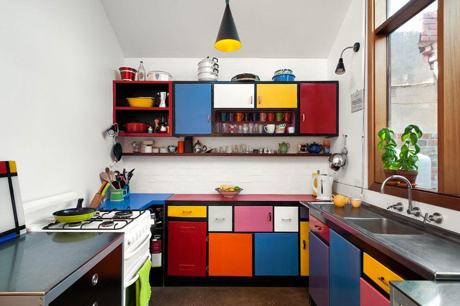 Idee per una cucina colorata vintage n.03