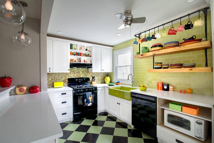 Idee per una cucina colorata vintage n.10