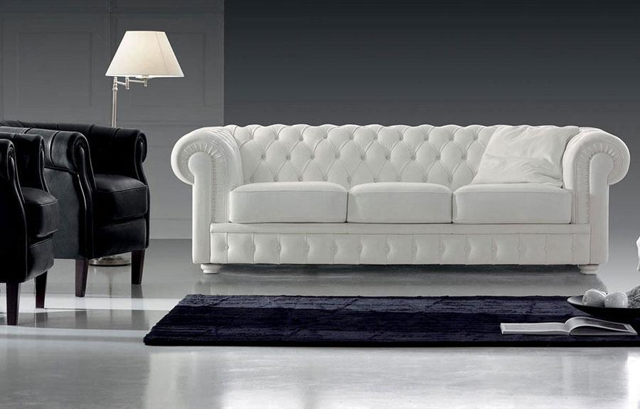 Modello di divano Divano Chesterfield bianco