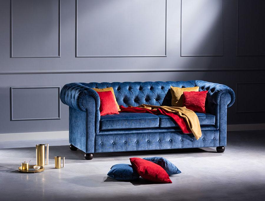 Modello di divano Divano Chesterfield blu