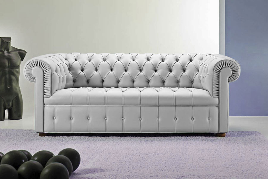 Modello di divano Divano Chesterfield grigio