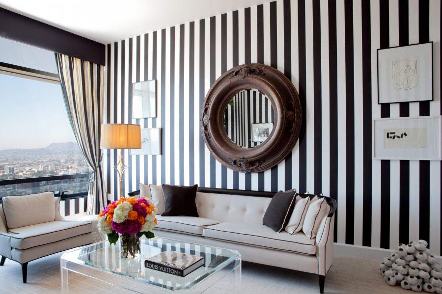 Idee per pareti a righe verticali bianche e nere n.01