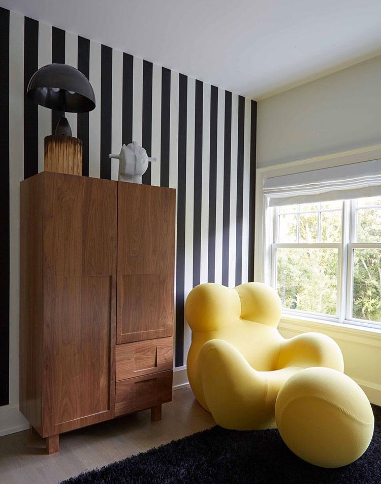 Idee per pareti a righe verticali bianche e nere n.02