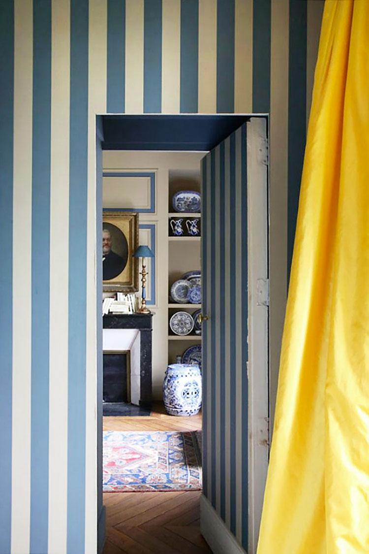 Idee per pareti a righe verticali blu n.04