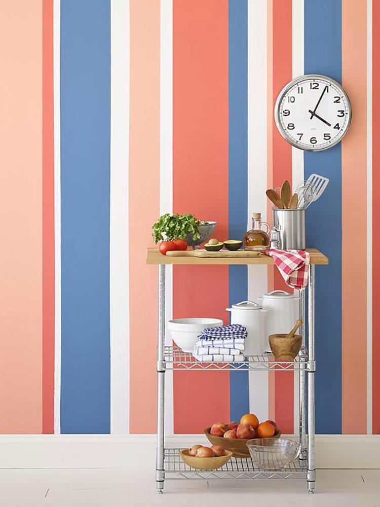 Idee per pareti a righe verticali colorate n.04