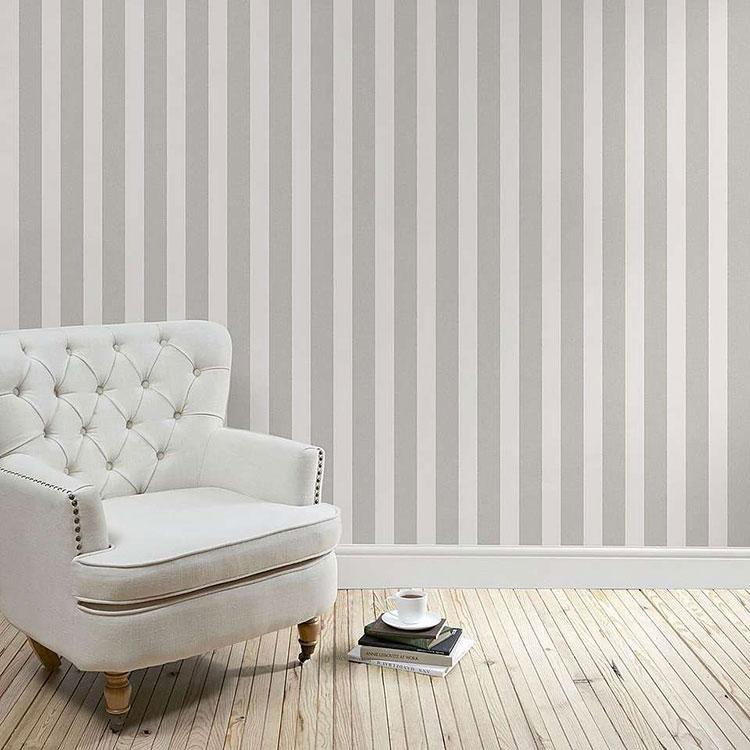Idee per pareti a righe verticali grigie n.01