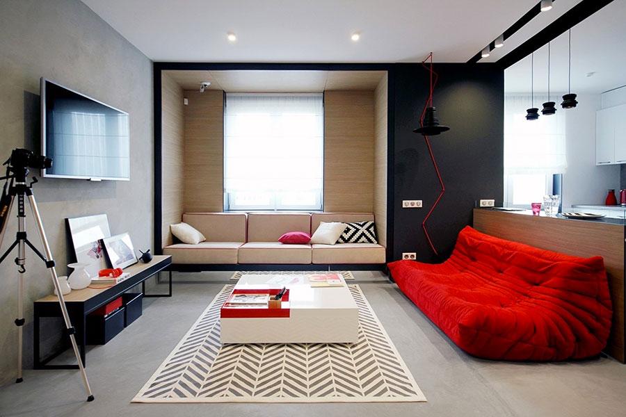 Idee per arredare un salotto con divano rosso n.21