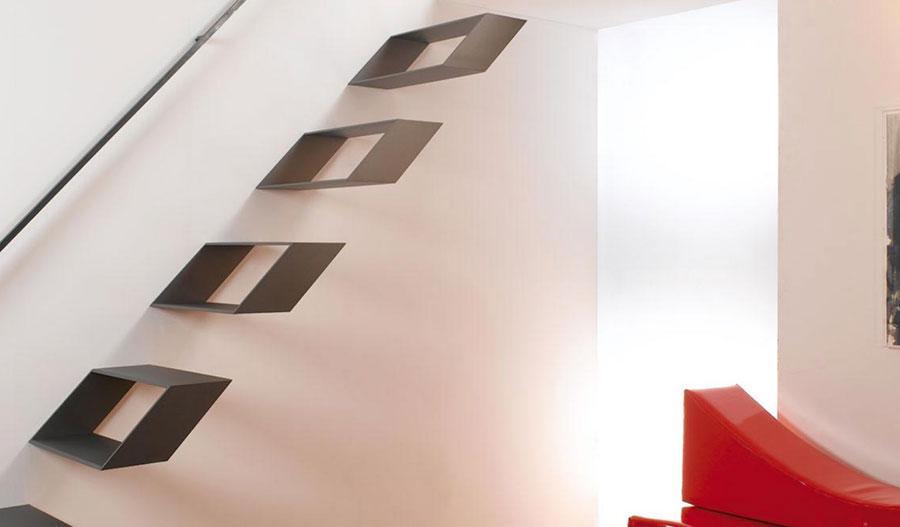 Modello di scala a sbalzo in ferro sospesa n.04