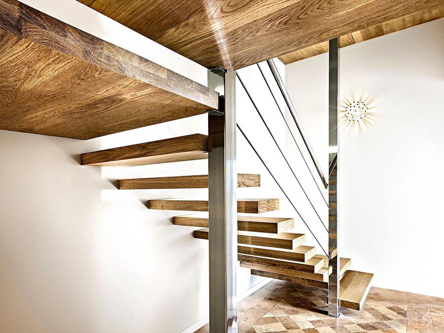 Modello di scala a sbalzo in legno sospesa n.04
