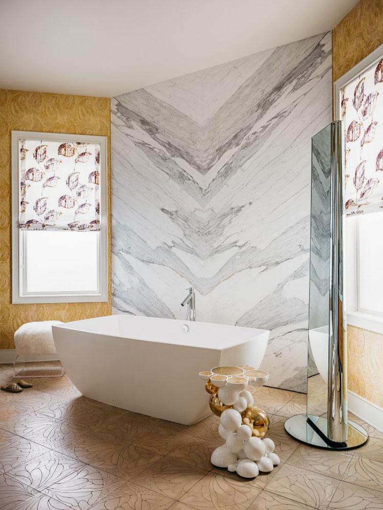 Idee per inserire una vasca da bagna in una camera da letto moderna n.05