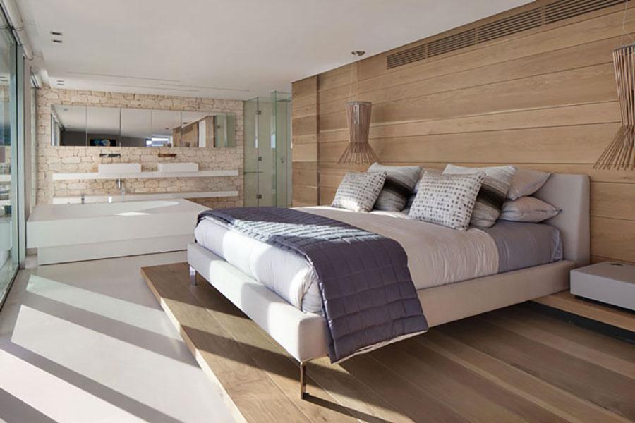 Idee per inserire una vasca da bagna in una camera da letto moderna n.08