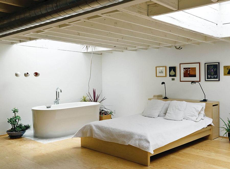 Idee per inserire una vasca da bagna in una camera da letto moderna n.09