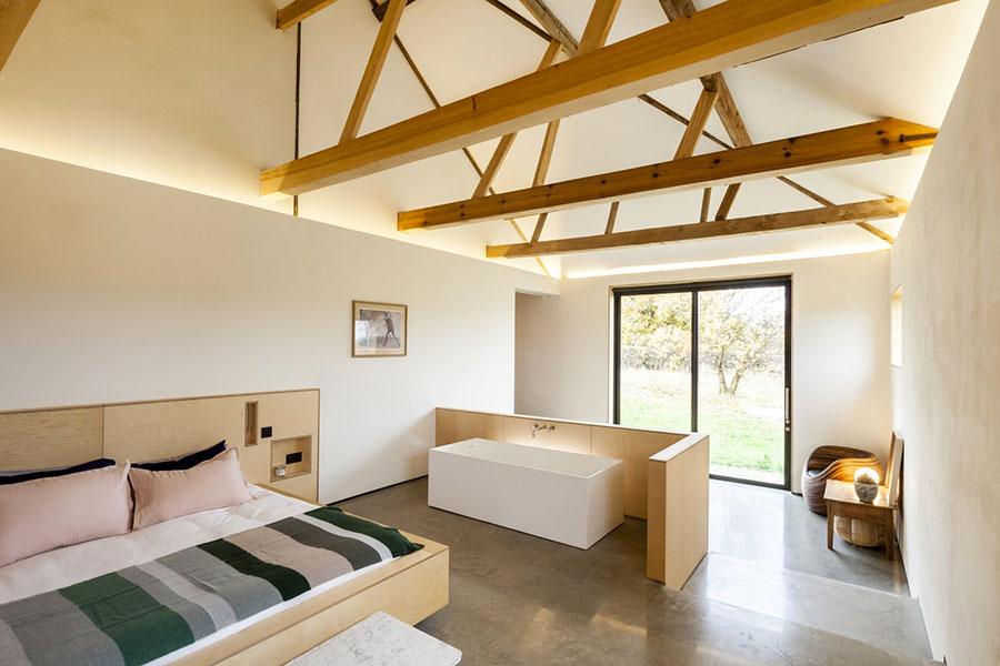 Idee per inserire una vasca da bagna in una camera da letto moderna n.10