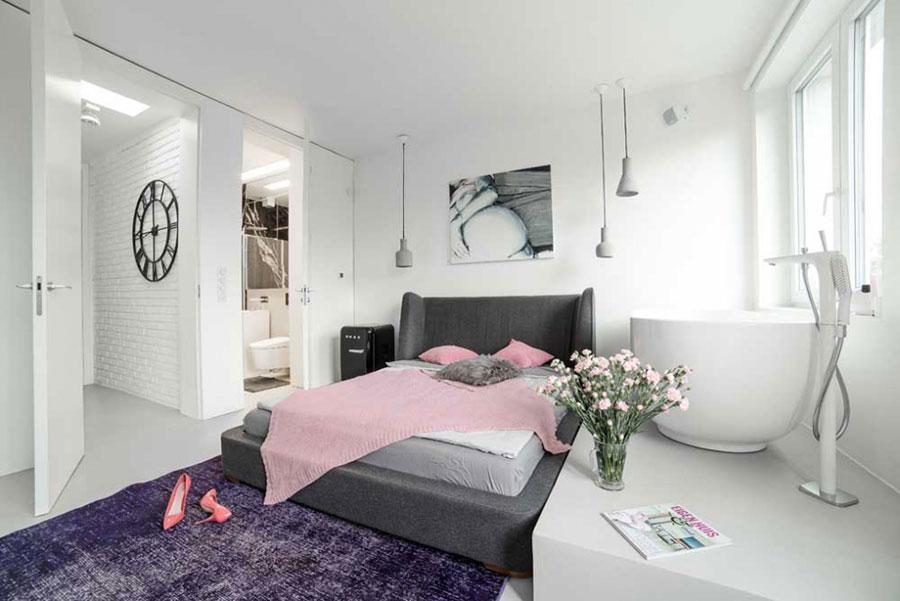 Idee per inserire una vasca da bagna in una camera da letto moderna n.13