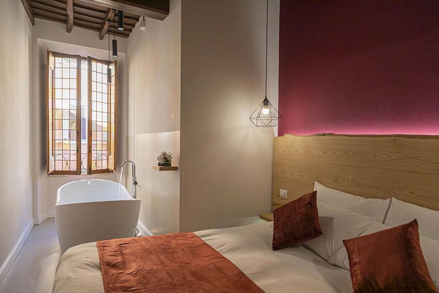 Idee per inserire una vasca da bagna in una camera da letto moderna n.14
