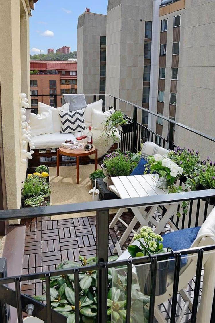 Idee per arredare il terrazzo di un appartamento n.26