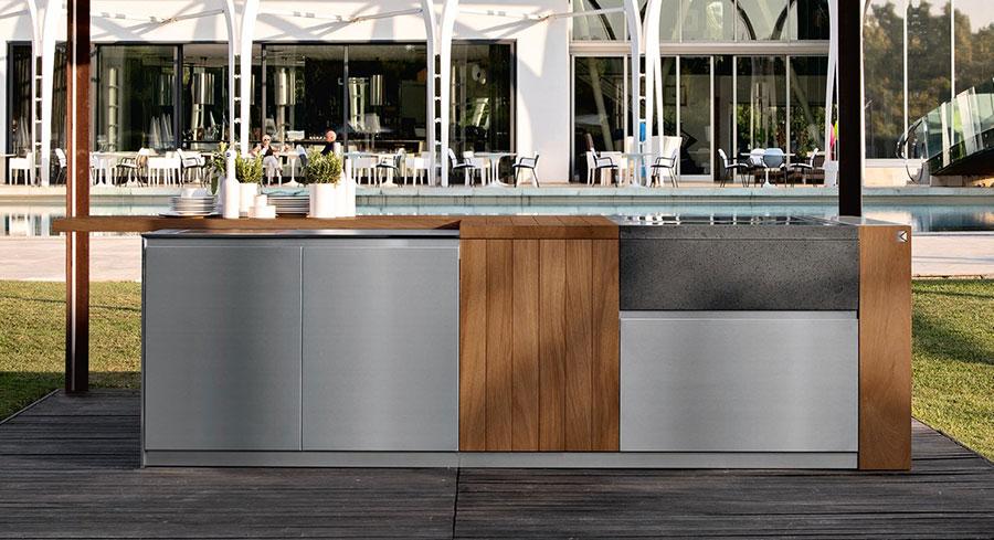 Cucina da esterno dal design moderno e funzionale n.23
