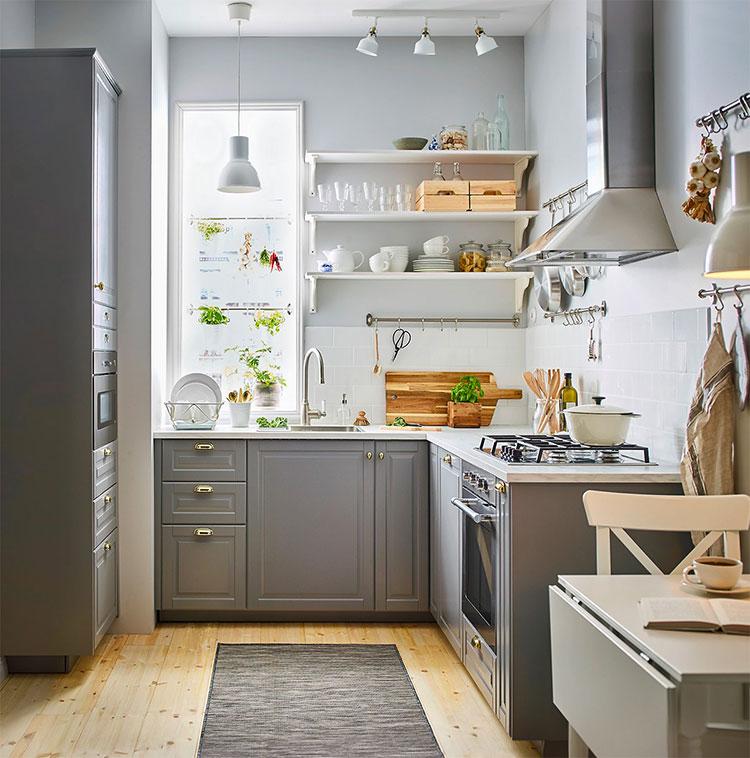 Idee per una cucina ad angolo con finestra n.10