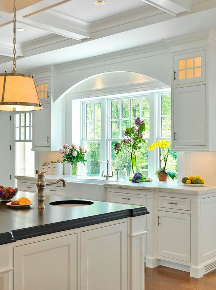 Idee per una cucina con finestra all'americana n.04