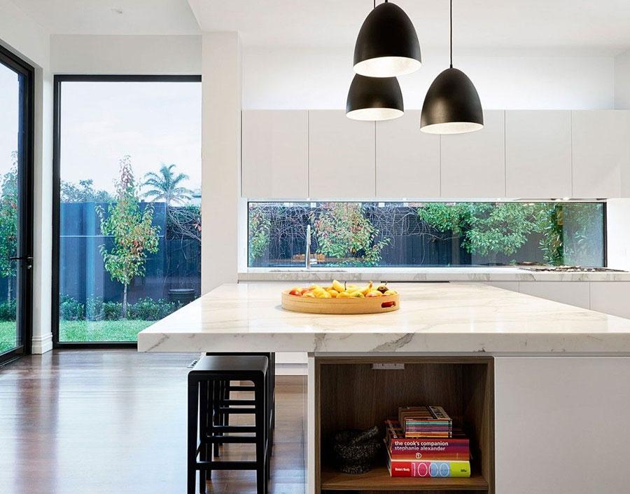 Idee per una cucina con finestra centrale n.01