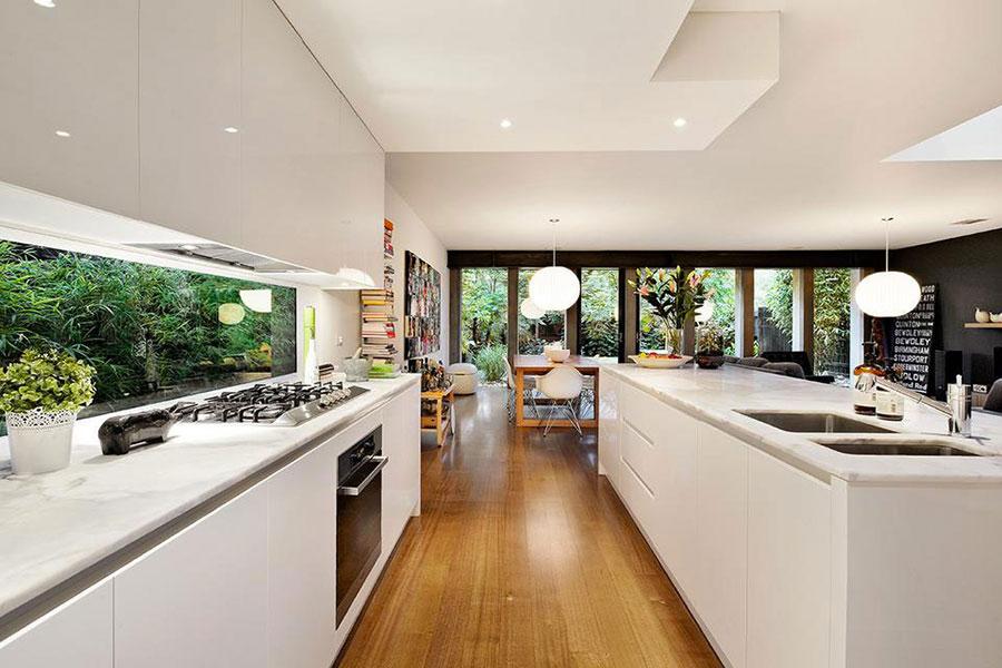Idee per una cucina con finestra centrale n.02