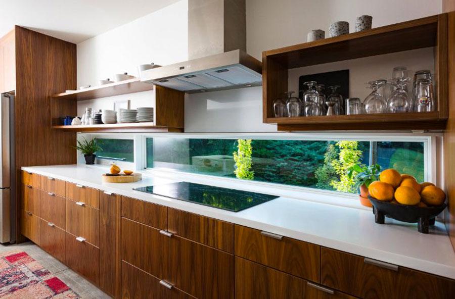 Idee per una cucina con finestra centrale n.03