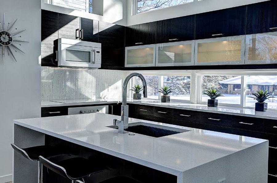 Idee per una cucina con finestra centrale n.05