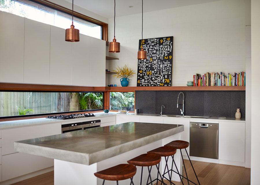 Idee per una cucina con finestra centrale n.06