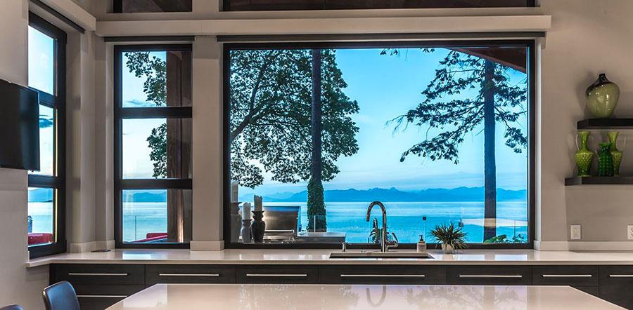 Idee per una cucina con finestra sul lavello n.04