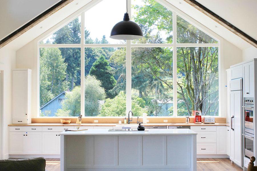Idee per una cucina con finestra sul lavello n.06