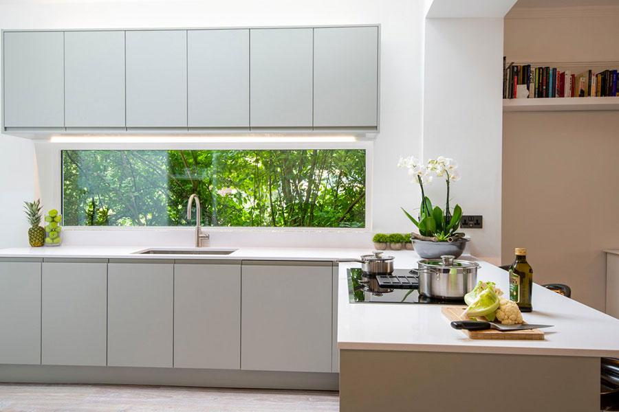 Idee per una cucina finestra lunga n.05