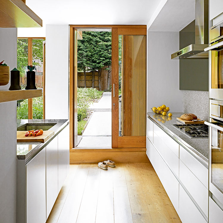Idee per una cucina con porta finestra n.03