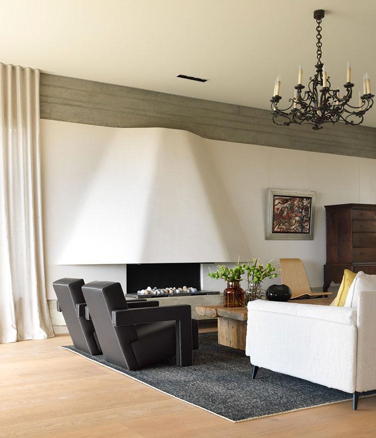 Idee per arredare un soggiorno con camino classico n.02