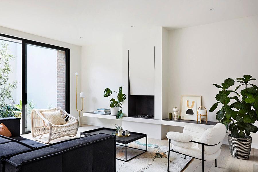 Idee per arredare un soggiorno con camino moderno n.05