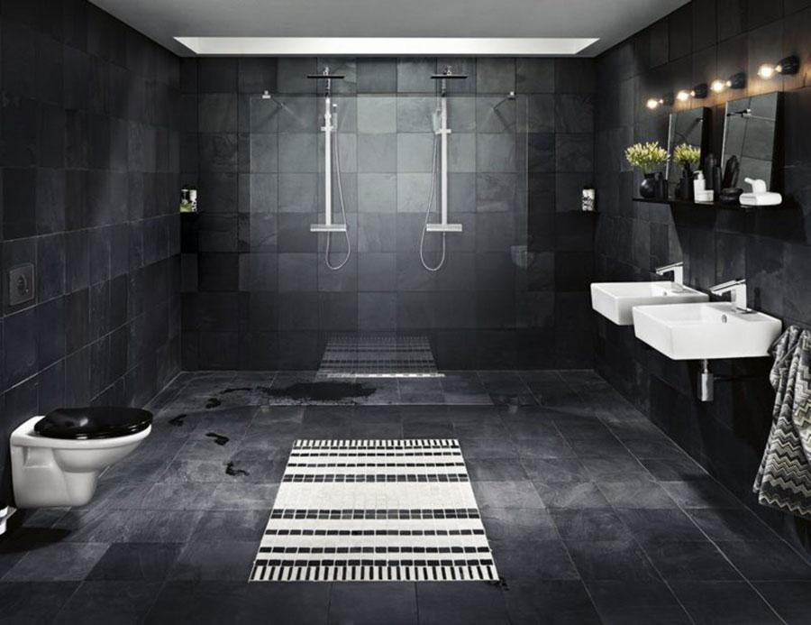 Idee per bagno con pavimento nero n.02