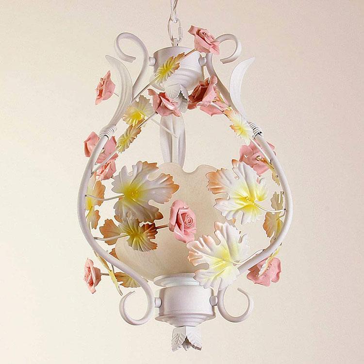 Modello di lampadario in ferro battuto e ceramica n.01