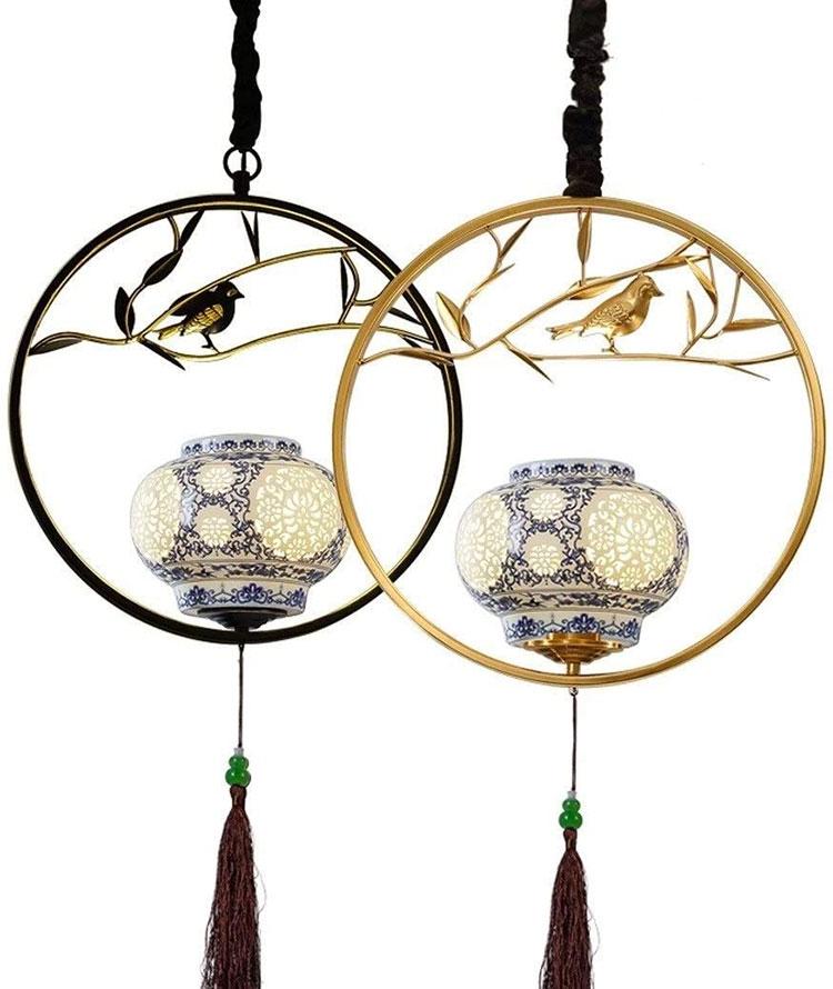 Modello di lampadario in ferro battuto e ceramica n.02