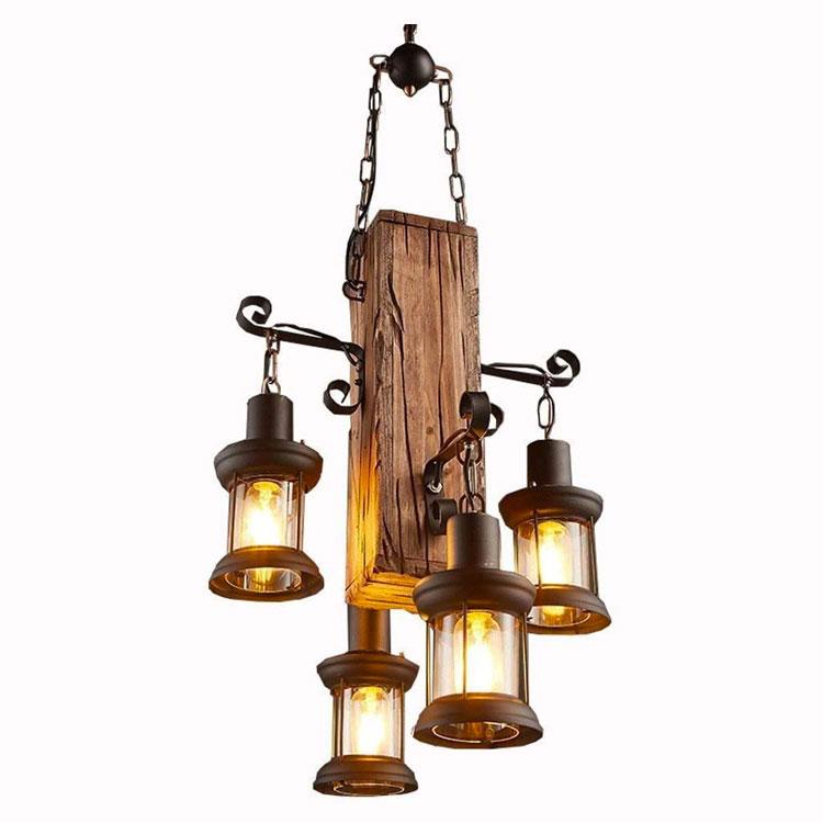 Modello di lampadario in ferro battuto e legno n.03