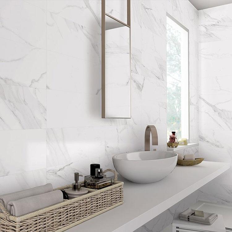 Idee per arredare un bagno in marmo bianco n.21