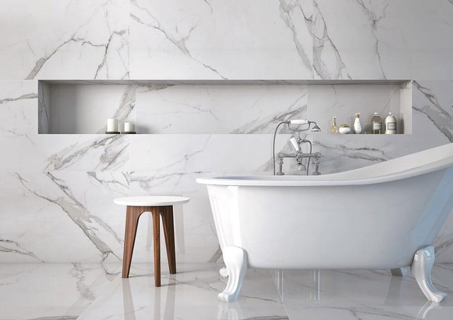 Idee per arredare un bagno in marmo bianco n.30