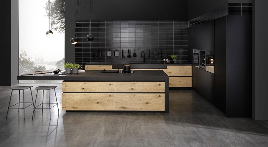 Modello di cucina nera e legno n.01