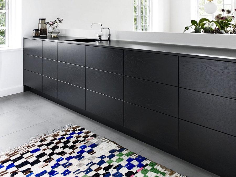 Modello di cucina nera opaca n.05