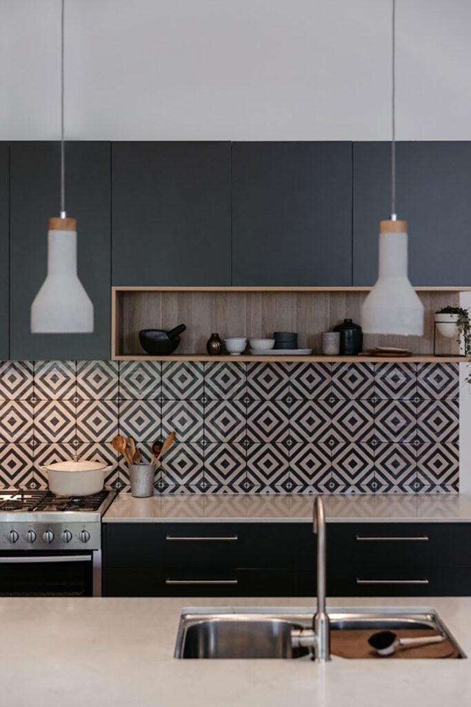Modello di piastrelle per cucina bianca e nera n.03